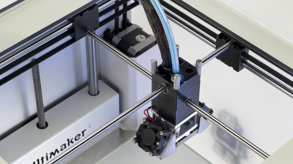 Bildquelle: ultimaker.com - Blick in den 3D Drucker Ultimaker 2 auf den Düsenkopf von oben